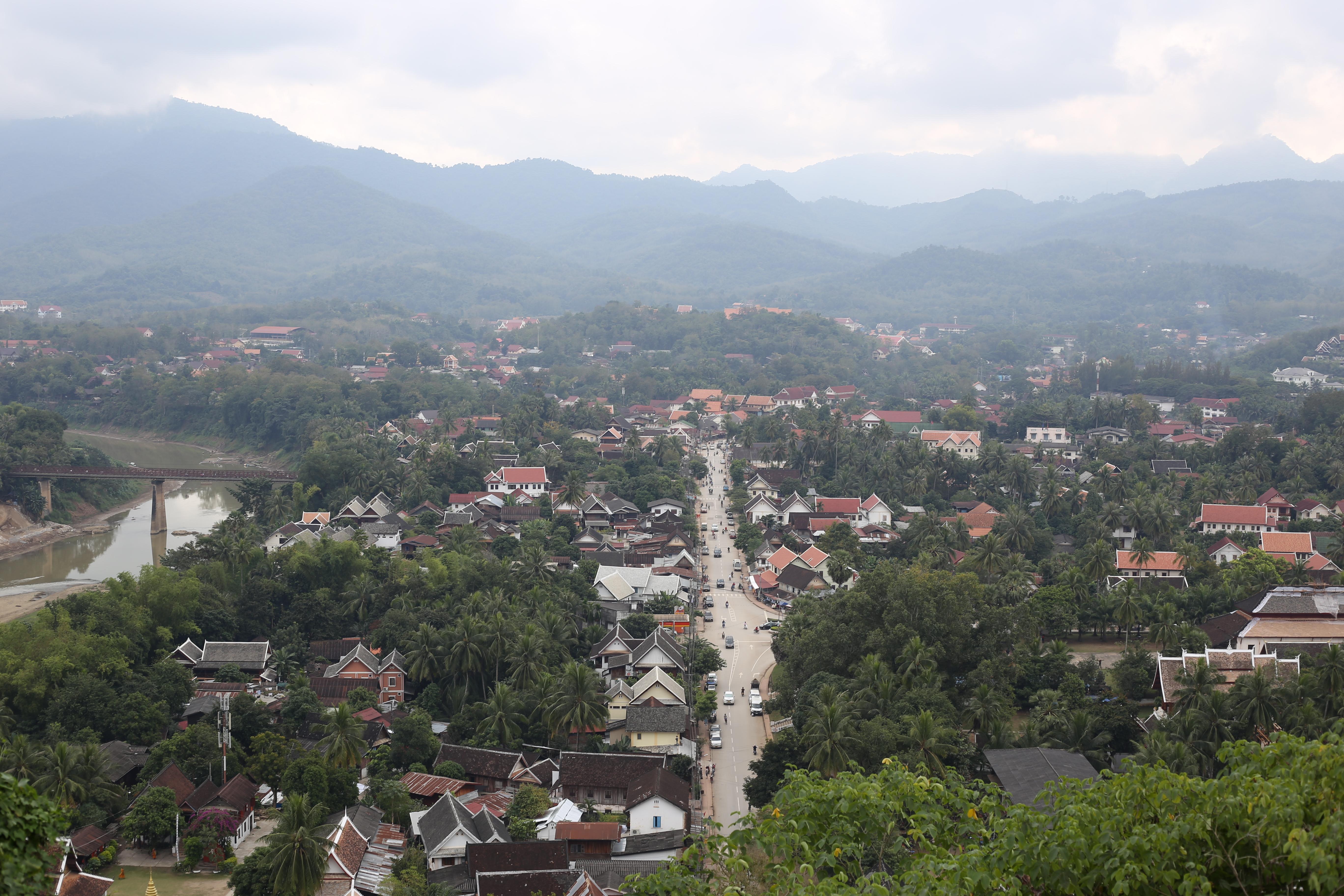 Vista do alto do Monte Phousi. (Foto: Nathalia Tavolieri / Viagem em Detalhes)
