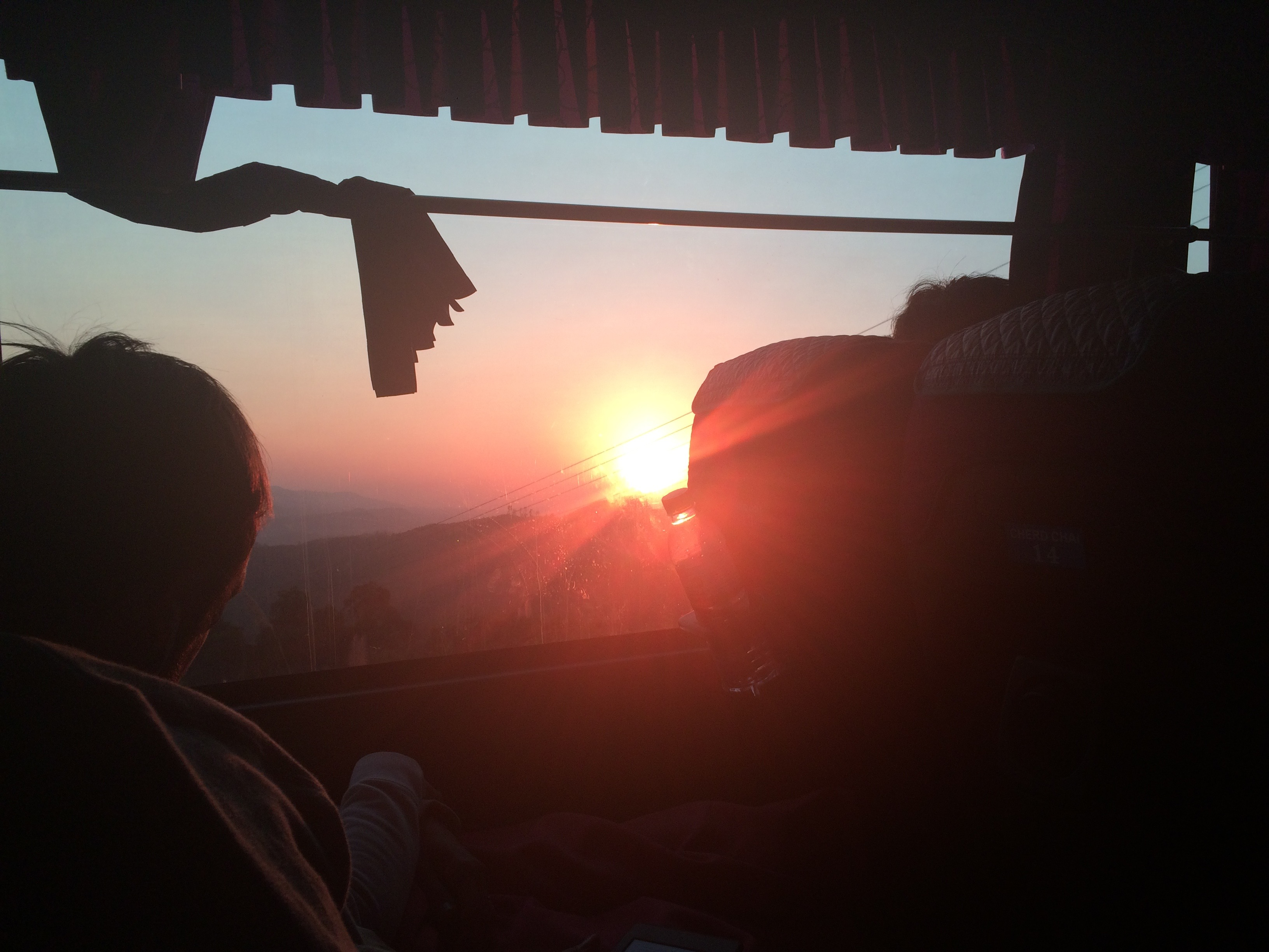 Fim de tarde lindo dentro do ônibus... (Foto: Nathalia Tavolieri)