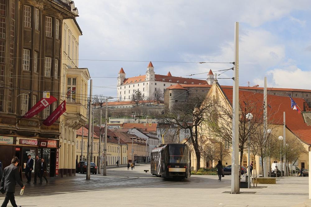 É possível caminhar do centro até o alto do castelo. (Foto: Nathalia Tavolieri / Viagem em Detalhes)