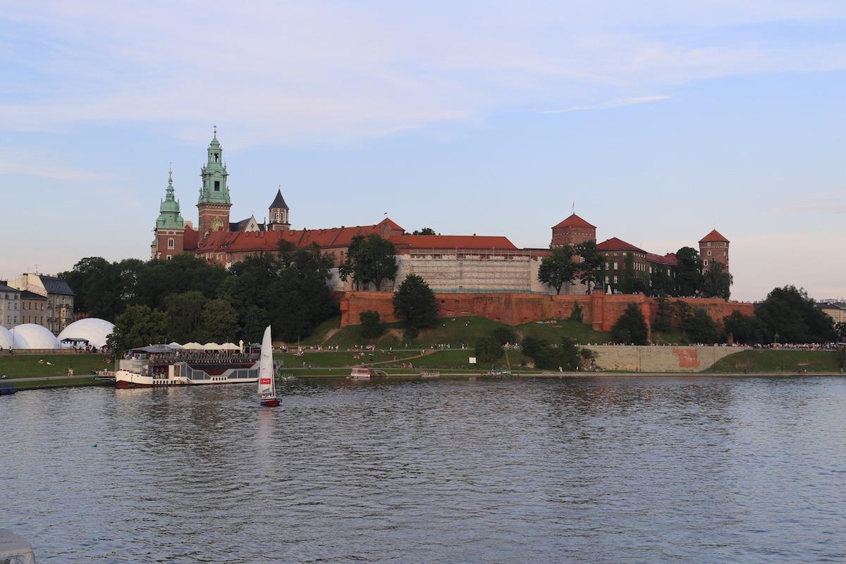 O Castelo Real de Wawel, às margens do rio Vístula. (Foto: Nathalia Tavolieri)
