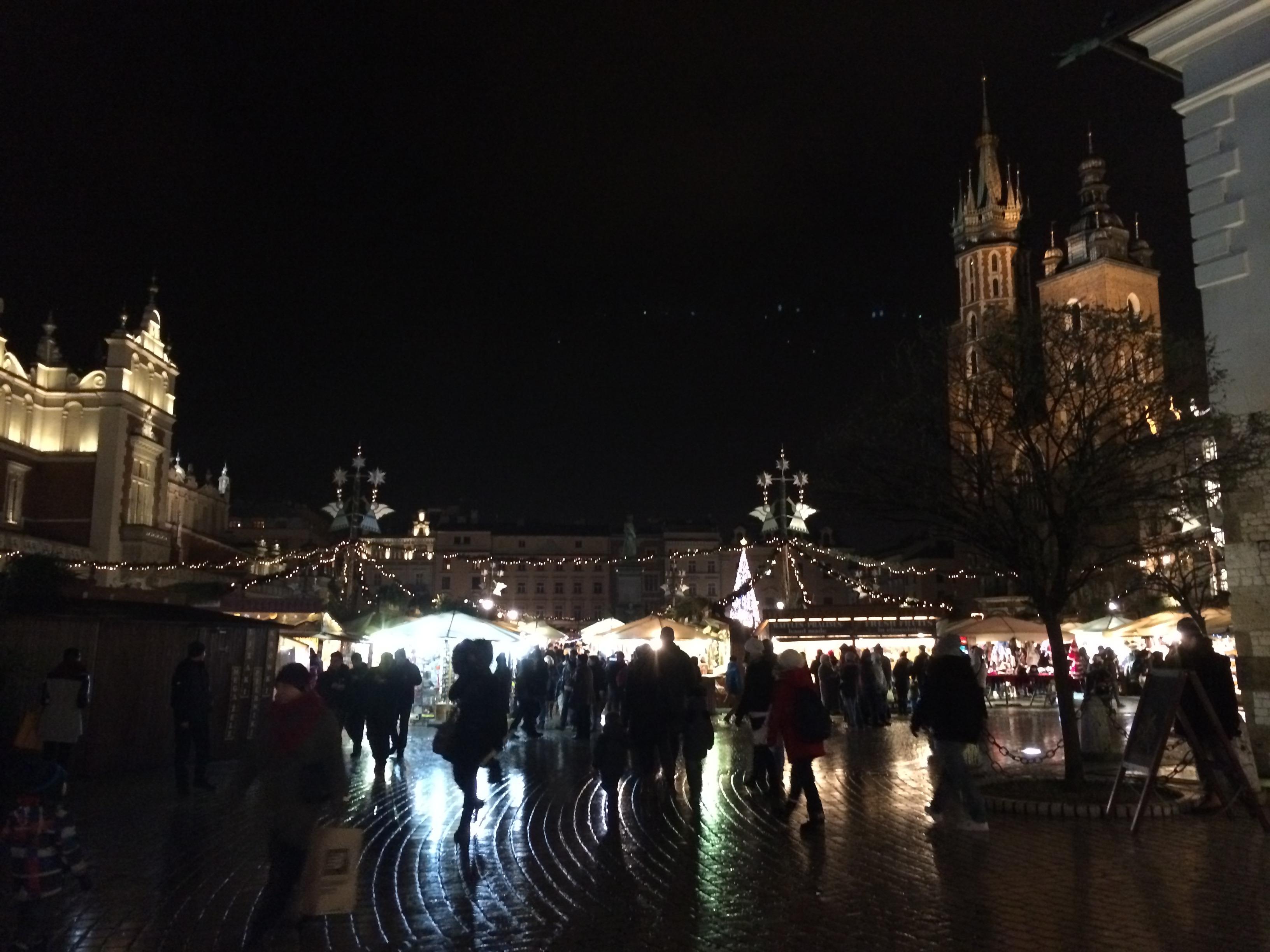 A feira de Natal na Praça do Mercado, durante o inverno. (Foto: Nathalia Tavolieri)