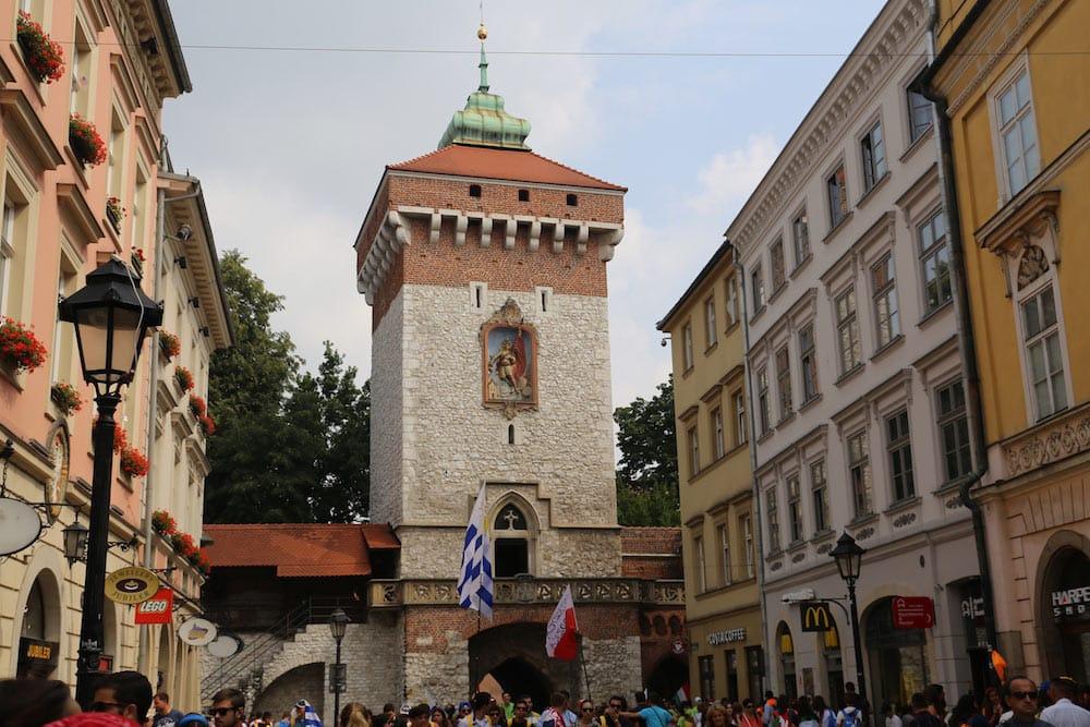 Portal Florianska no centrinho histórico de Cracóvia! Descubra porque o inverno é a estação ideal para conhecer a cidade no post!