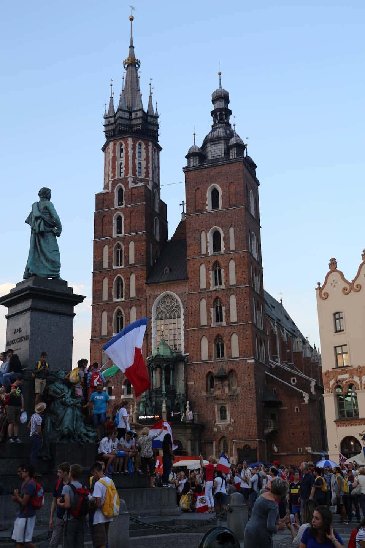 A Basílica de Santa Maria é um ponto turístico obrigatório para se visitar na Cracóvia! Descubra o que fazer na cidade nesse post!