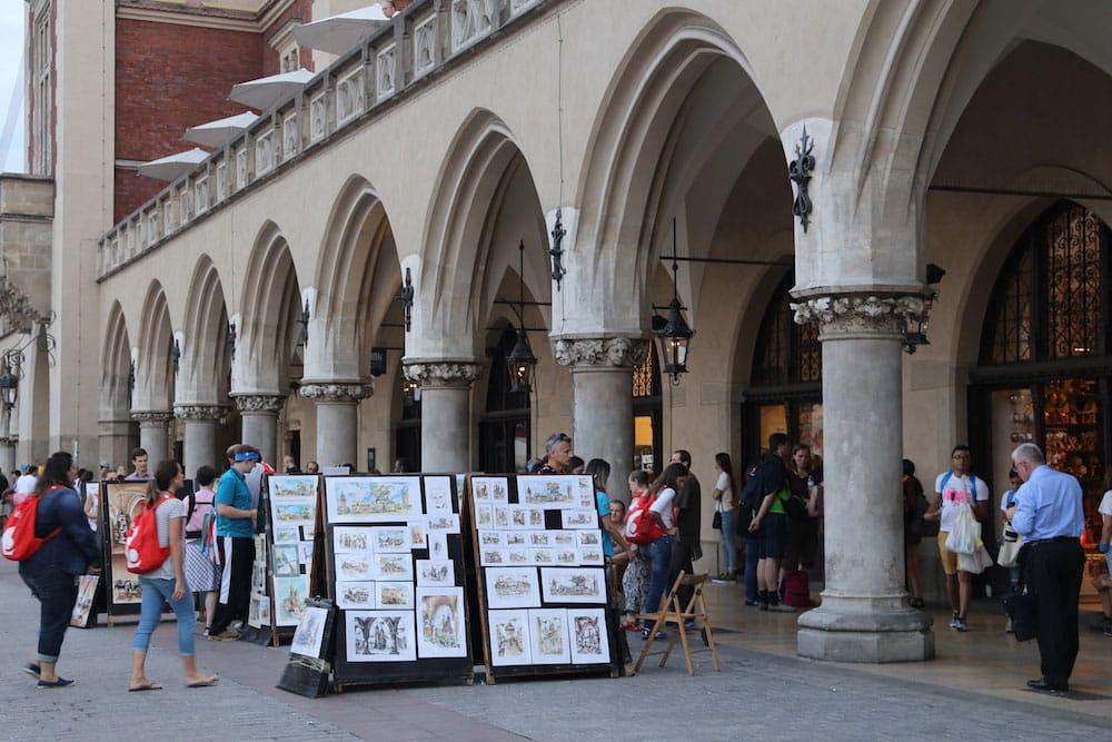 Mercado em Cracóvia. Descubra as principais atrações da cidade nesse post!