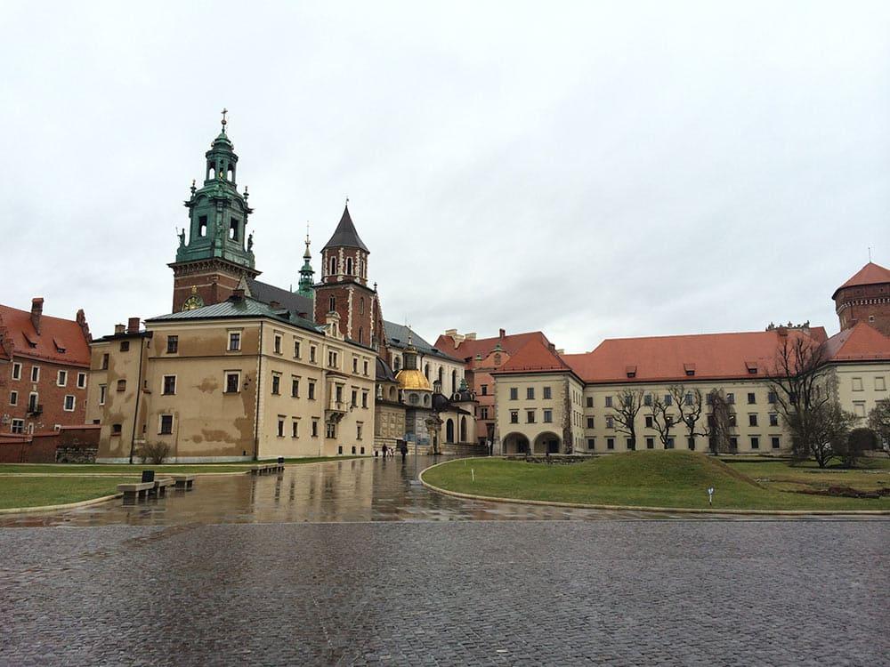A Catedral de Wawel é parada obrigatória no roteiro em Cracóvia! Descubra o que mais fazer na cidade nesse post!