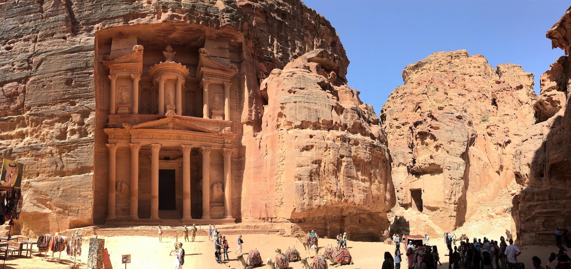 O Tesouro (Al-Khazneh), o monumento mais famoso de Petra no início do dia. (Foto: Nathalia Tavolieri)