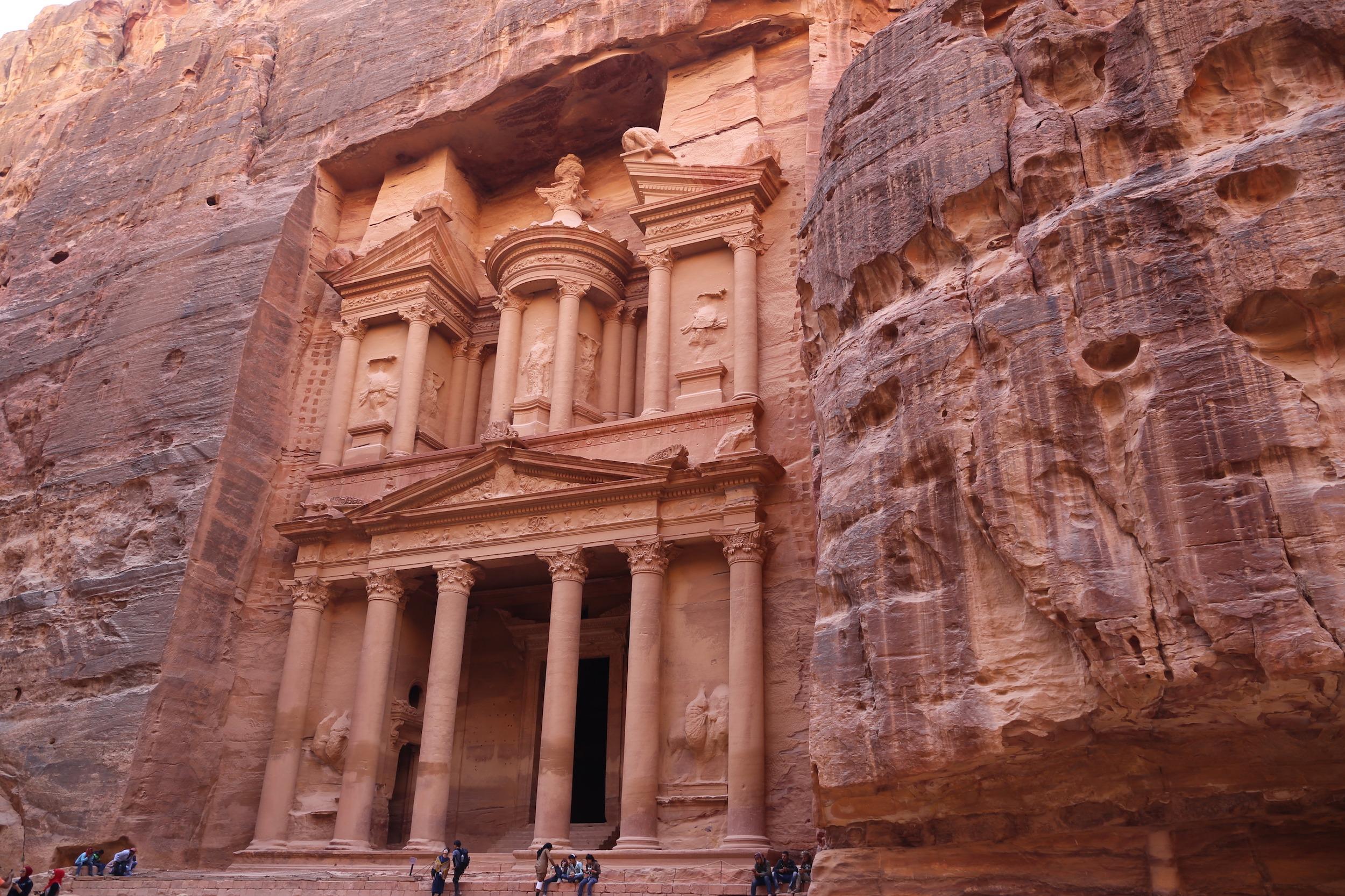 """A fachada do Tesouro também serviu de cenário para o filme """"Indiana Jones e a Última cruzada"""". (Foto: Nathalia Tavolieri)"""