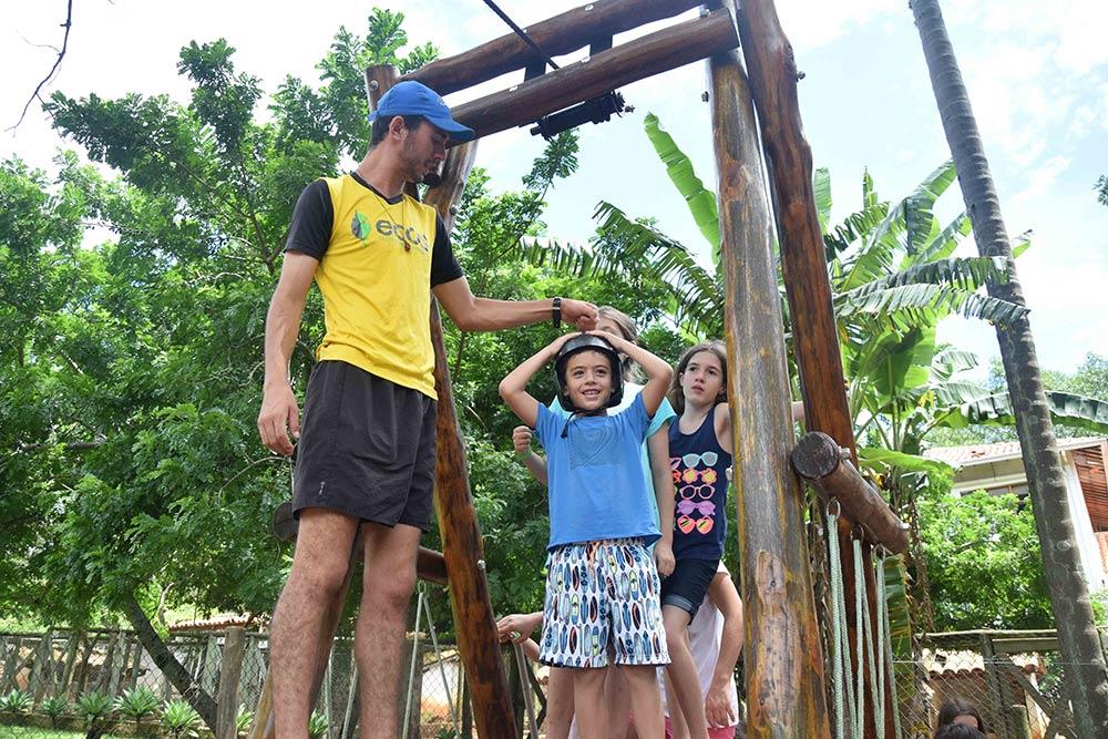 A Fazenda Capoava tem até uma tirolesa, diversão garantida para todas as crianças! Veja mais sobre esse hotel incrível pertinho de SP no post!