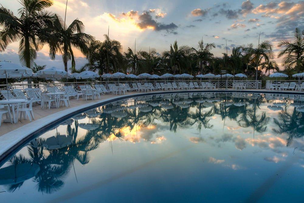 Piscina do Club Med Lake Paradise, um dos melhores hotéis para ir com crianças perto de São Paulo
