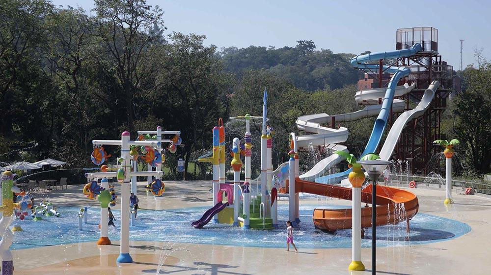 Novo parque aquático infantil do Grande Hotel São Pedro, um dos melhores hotéis para ir com crianças perto de São Paulo! Conheça essa e outras opções no post.