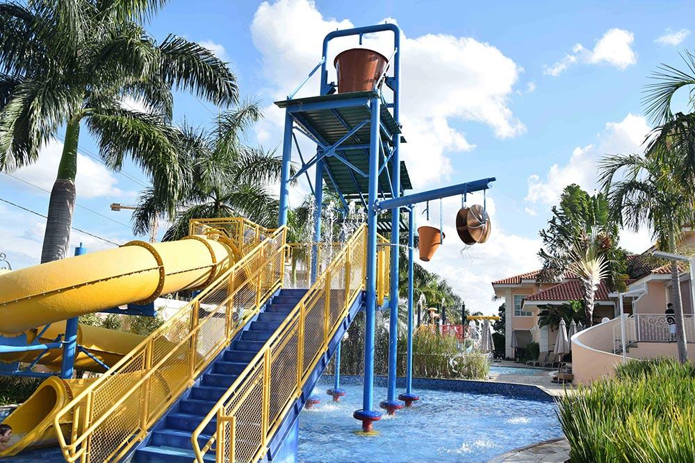 Conheça os melhores hotéis para ir com crianças perto de São Paulo nesse post! Esse é o Royal Palm!