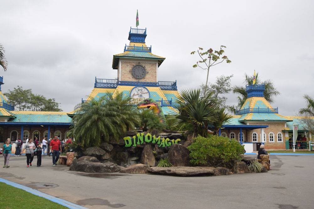 DinoMagic é uma atração que percorre todo o parque do Beto Carrero!