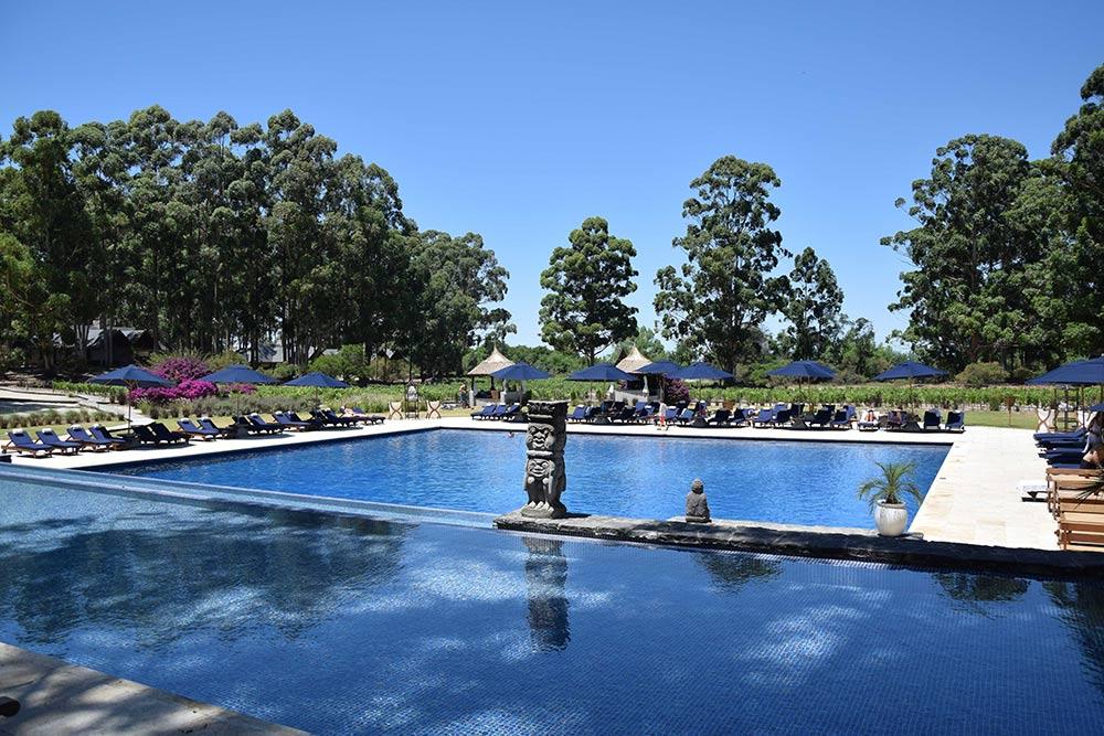 Piscina do Hyatt Carmelo, na região vinícola do Uruguai! Veja resenha completa desse hotel luxuoso no post!